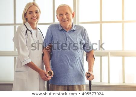 Menina paciente andar muletas clínica mulher Foto stock © wavebreak_media