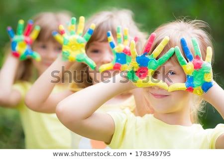 Feliz criança jogar amarelo pintar foto Foto stock © alexandrenunes