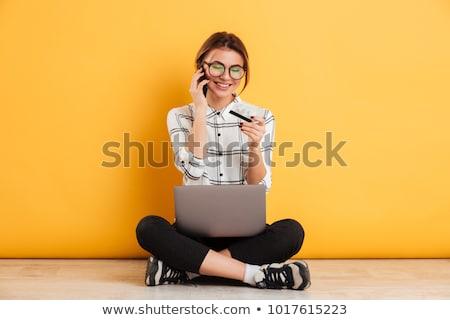 Wesoły telefonu kobieta laptop karty kredytowej kawy szczęśliwy Zdjęcia stock © feverpitch