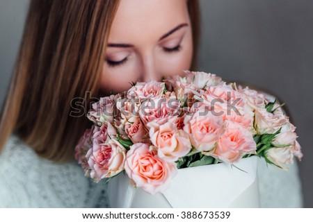 Vrouw gebreid hoed steeg meisje glimlach Stockfoto © photography33