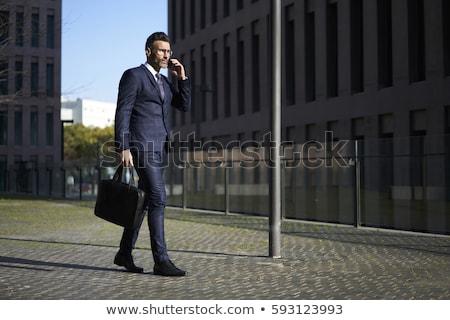 Işadamı takım elbise evrak çantası bakıyor pencere şehir Stok fotoğraf © jossdiim