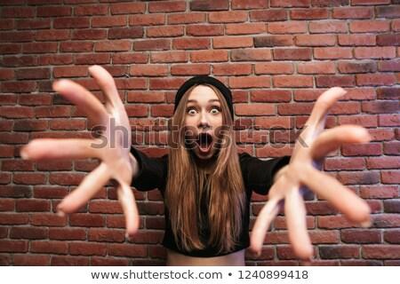 Obraz zdziwiony dziewczyna stałego murem Zdjęcia stock © deandrobot