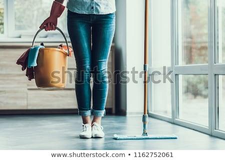 vrouw · schoonmaken · tabel · vod · huis · gelukkig - stockfoto © elnur