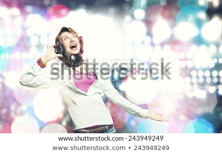 blond · meisje · luisteren · mp3-speler · gelukkig · glimlachend - stockfoto © hofmeester