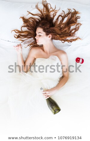 Trouwjurk bed ochtend bruid bruiloft mode Stockfoto © dariazu