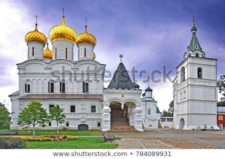 Monasterio Rusia masculina banco río Foto stock © borisb17