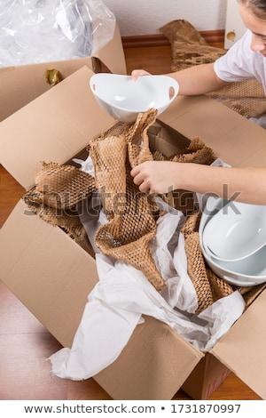 Detail vrouw verpakking breekbaar papier Stockfoto © brebca