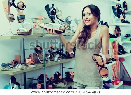 Mulher olhando sapato boutique satisfeito negócio Foto stock © wavebreak_media