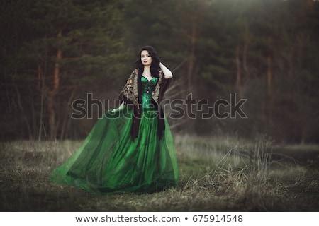 Yeşil güzel genç esmer kız Stok fotoğraf © disorderly