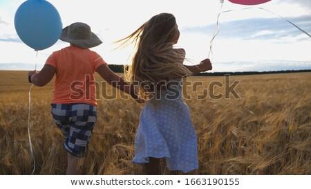 Felismerhetetlen gyerek fut léggömbök hátulnézet anonim Stock fotó © dashapetrenko