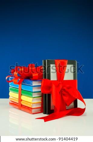 Kitaplar yukarı şerit elektronik kitap okuyucu Stok fotoğraf © AndreyKr