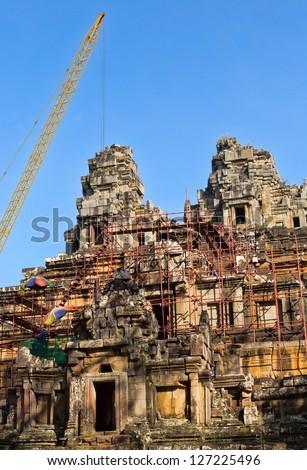 Tour grue temple Angkor Wat reconstitution complexe Photo stock © RuslanOmega