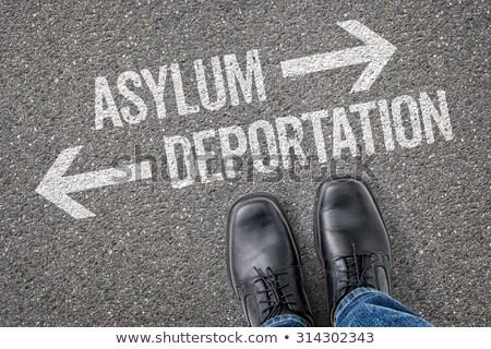 Döntés útkereszteződés deportálás út háború láb Stock fotó © Zerbor