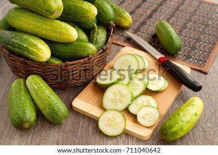 Taze yeşil salatalık salatalık toplama Stok fotoğraf © Yatsenko