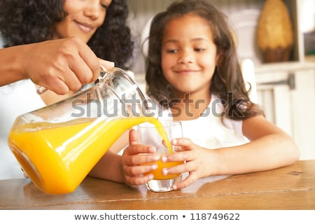 glimlachende · vrouw · glas · sinaasappelsap · home · gezondheidszorg · voedsel - stockfoto © is2