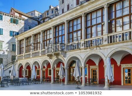Historisch gebouw vierkante tegenover kathedraal Europa Stockfoto © borisb17