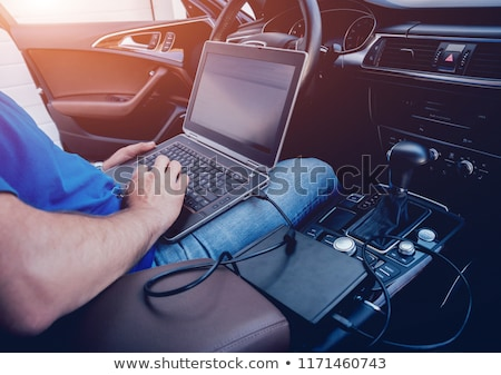 Meccanico uomo laptop auto diagnostica Foto d'archivio © dolgachov