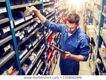 Mecánico de automóviles taller coche servicio reparación Foto stock © dolgachov