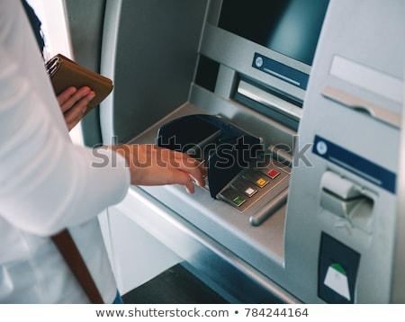 mulher · banco · caixa · eletrônico · máquina · mulher · jovem · rua - foto stock © adamr