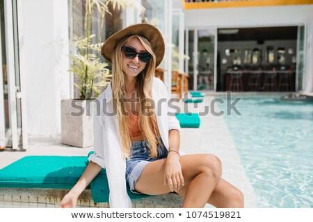 Jóvenes deportivo mujer tímido plantean Foto stock © feedough
