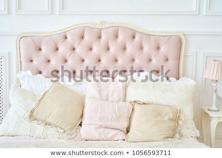 ágy párnák hotelszoba üzlet otthon hotel Stock fotó © ymgerman