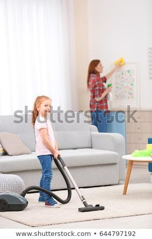 Meisje vacuüm tapijt huis meisje kind Stockfoto © Paha_L