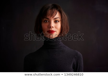femme · chandail · rouge · à · lèvres · rouge · regarder · caméra - photo stock © deandrobot
