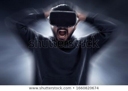 Foto stock: Jóvenes · barbado · gritando · hombre · virtual