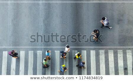 Man lopen smartphone voetganger illustratie weg Stockfoto © adrenalina