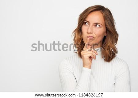 cabeza · tiro · mujer · pensando · retrato · sonriendo - foto stock © alexandrenunes
