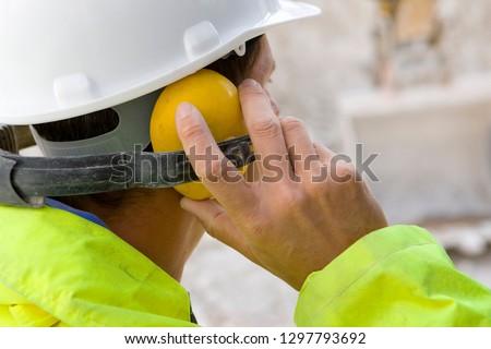 Férfi visel fül üzlet munkás személy Stock fotó © photography33