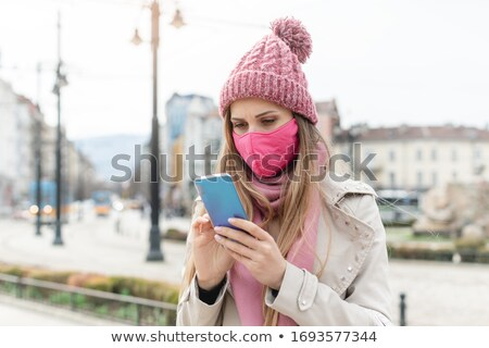 женщину маске Новости телефон Сток-фото © Kzenon