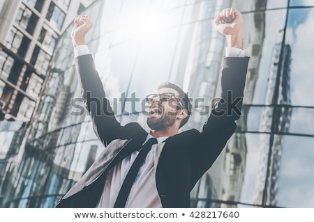 肖像 · 若い男 · ラップトップを使用して · 祝う · 成功 · 幸せ - ストックフォト © stockyimages