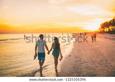 Plaży poznania ludzi spaceru wygaśnięcia niebo wiosną Zdjęcia stock © joyr