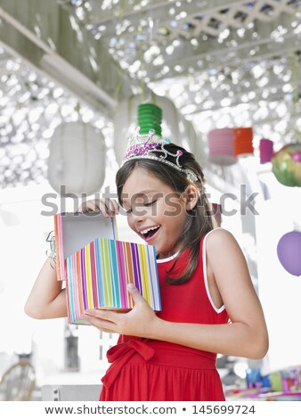 Niña feliz tiara mirando abierto caja de regalo presenta Foto stock © dolgachov