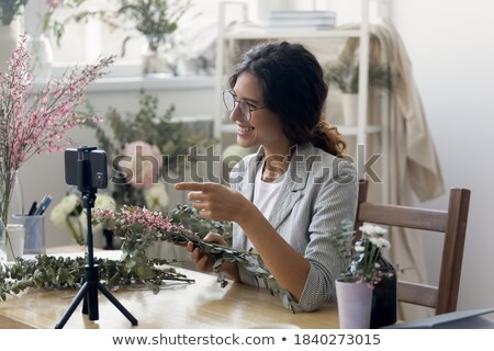 Vrouwelijke blogger video blog winkelen Stockfoto © dolgachov