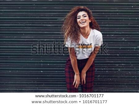 Stedelijke meisje aantrekkelijk witte muur vrouw Stockfoto © cardmaverick2