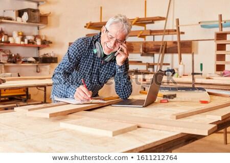 Artisan parler cellule homme travaux boîte Photo stock © photography33