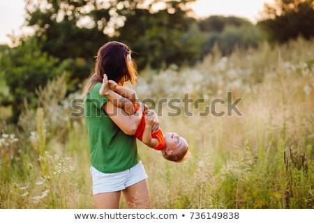 Jonge kaukasisch paar permanente lang gras Stockfoto © avdveen