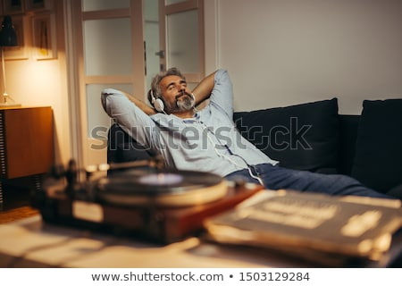 Senior uomo rilassante ascoltare musica cuffie felice Foto d'archivio © HighwayStarz