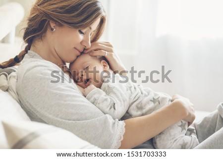 bastante · pequeno · menina · bonitinho · olhando - foto stock © pressmaster
