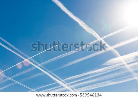 Stockfoto: Blauwe · hemel · parcours · vliegtuigen · mooie · wolken · licht