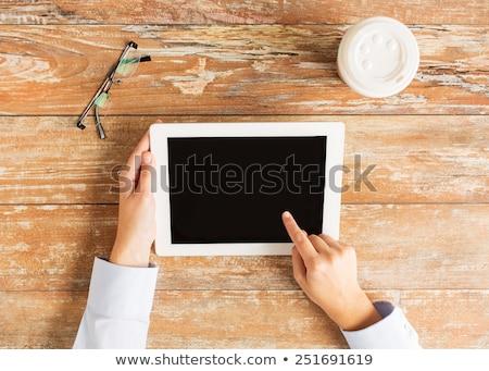 közelkép · kezek · tart · táblagép · hírnök · üzletemberek - stock fotó © dolgachov
