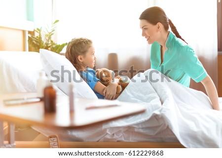 Küçük kız hemşire tıbbi çocuk ev Stok fotoğraf © Lopolo