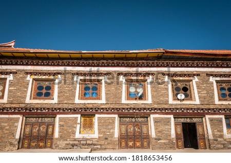 edifícios · detalhes · residencial · ocidente · céu · edifício - foto stock © bbbar