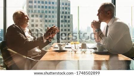 деловой · человек · костюм · пальца · камеры · исполнительного · менеджера - Сток-фото © feedough