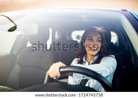 gelukkig · jonge · vrouw · naar · uit · venster - stockfoto © wavebreak_media