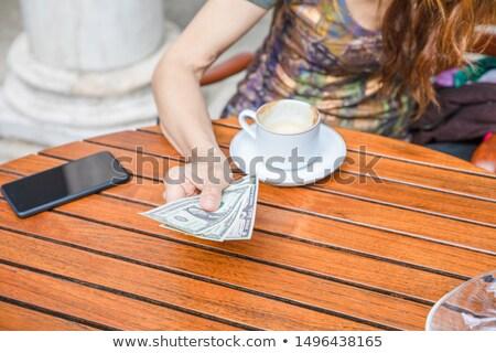 Bill · lege · plaat · bezoeker · restaurant · handen - stockfoto © is2