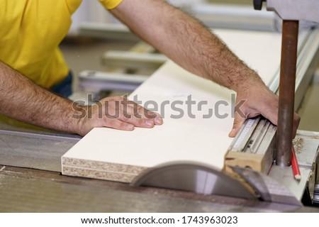 увидела · обрабатывать · кусок · древесины · инструментом · профессиональных - Сток-фото © photography33