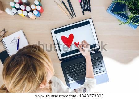 zakenvrouw · digitale · tablet · kantoor · werk · netwerk - stockfoto © Minervastock
